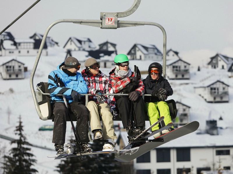 De skilift met uitzicht op Landal Winterberg