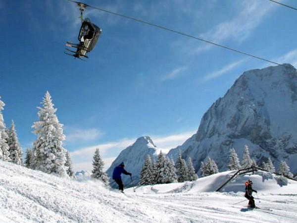 Skipiste en skilift bij Ehrwald in de Zugspitz Arena