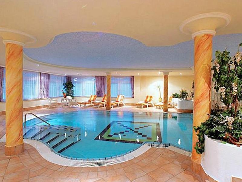 zwembad van hotel bergjuwel