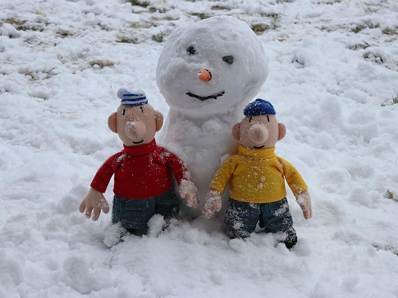 De buurmannen in de sneeuw