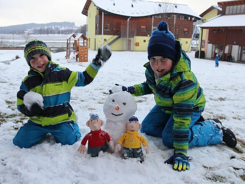 Met de buurmannen in de sneeuw!