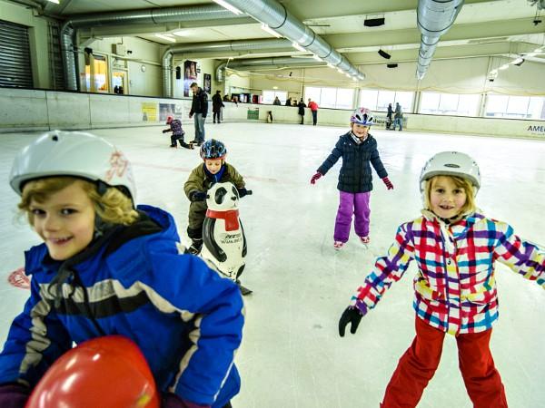 Bij Landal Salztal Paradies ligt onder andere een indoor schaatsbaan!