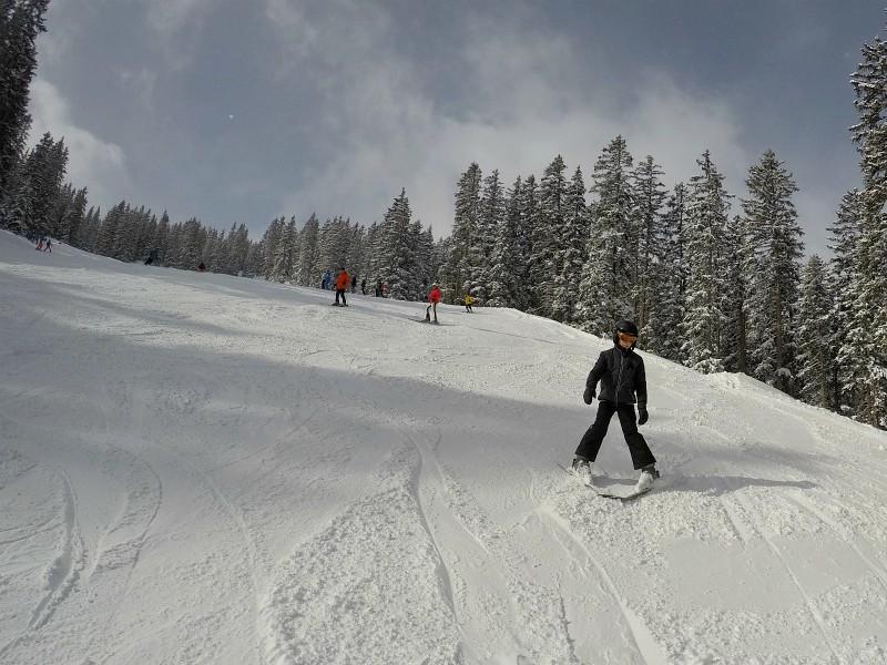 De skipiste van Lermoos. Tycho komt naar beneden geskied.