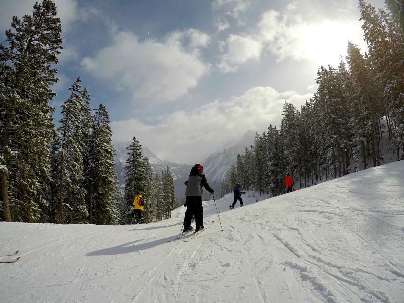 Zeb skiënd op de pistes van Lermoos