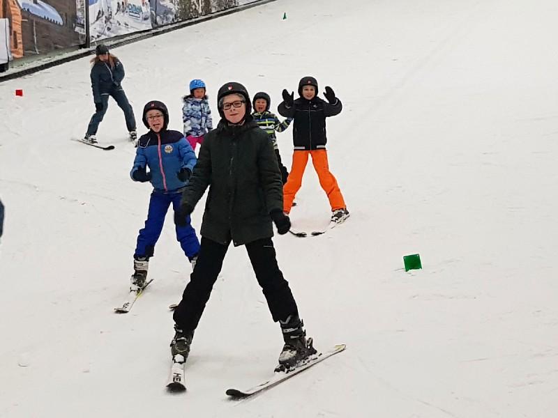 Zeb, Tycho en Max op skiles bij Center Parcs de Kempervennen.