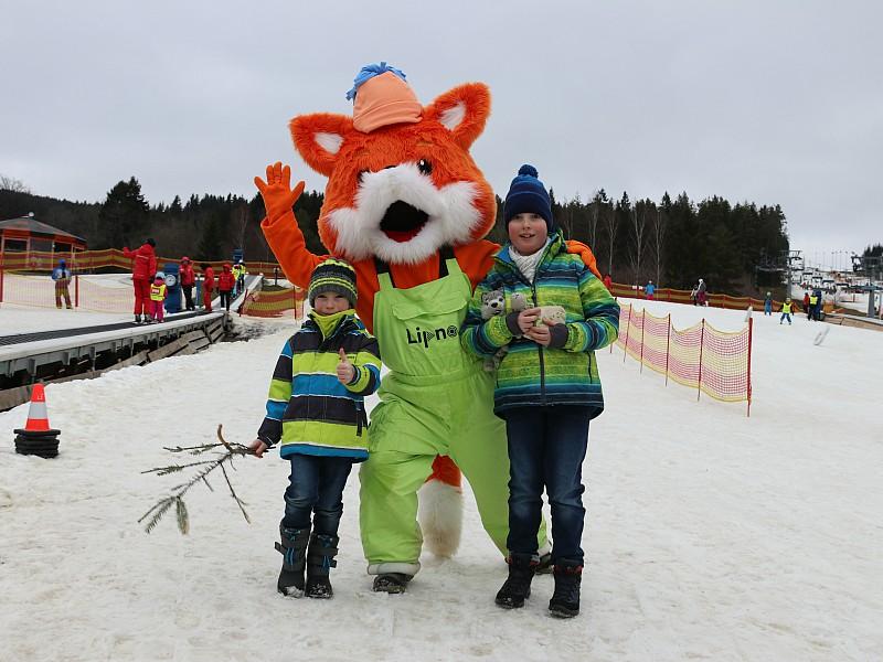 Fox de Vos, de mascotte van de skischool in Lipno!