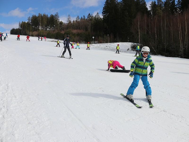 Lekker skiën in het zonnetje op een vers pak sneeuw!