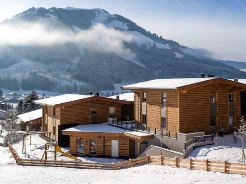 speeltuin voor Resort Tirol met sneeuw